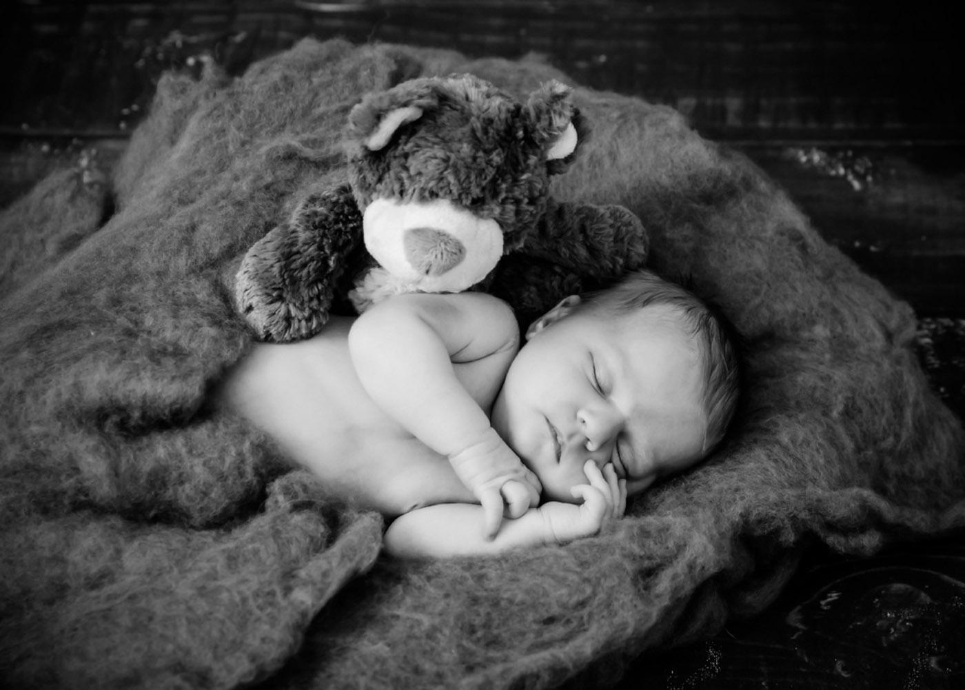 Neugeborenenfotos, emotionale Neugeborenenbilder, Babyfotos Nordenham